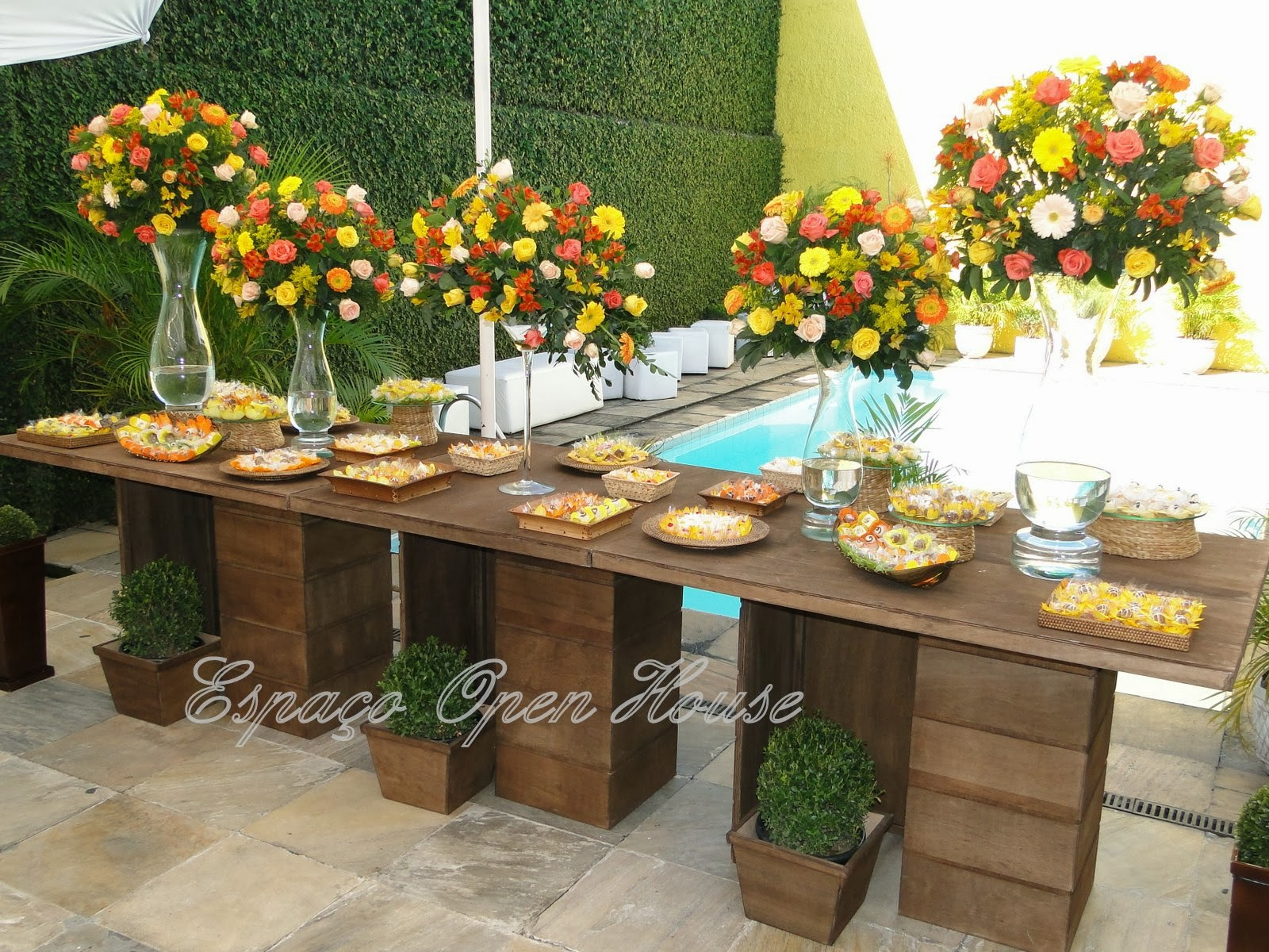 decoracao casamento rustico azul e amarelo:Suzana Rodrigues Eventos: Casamento Rústico Amarelo com laranja