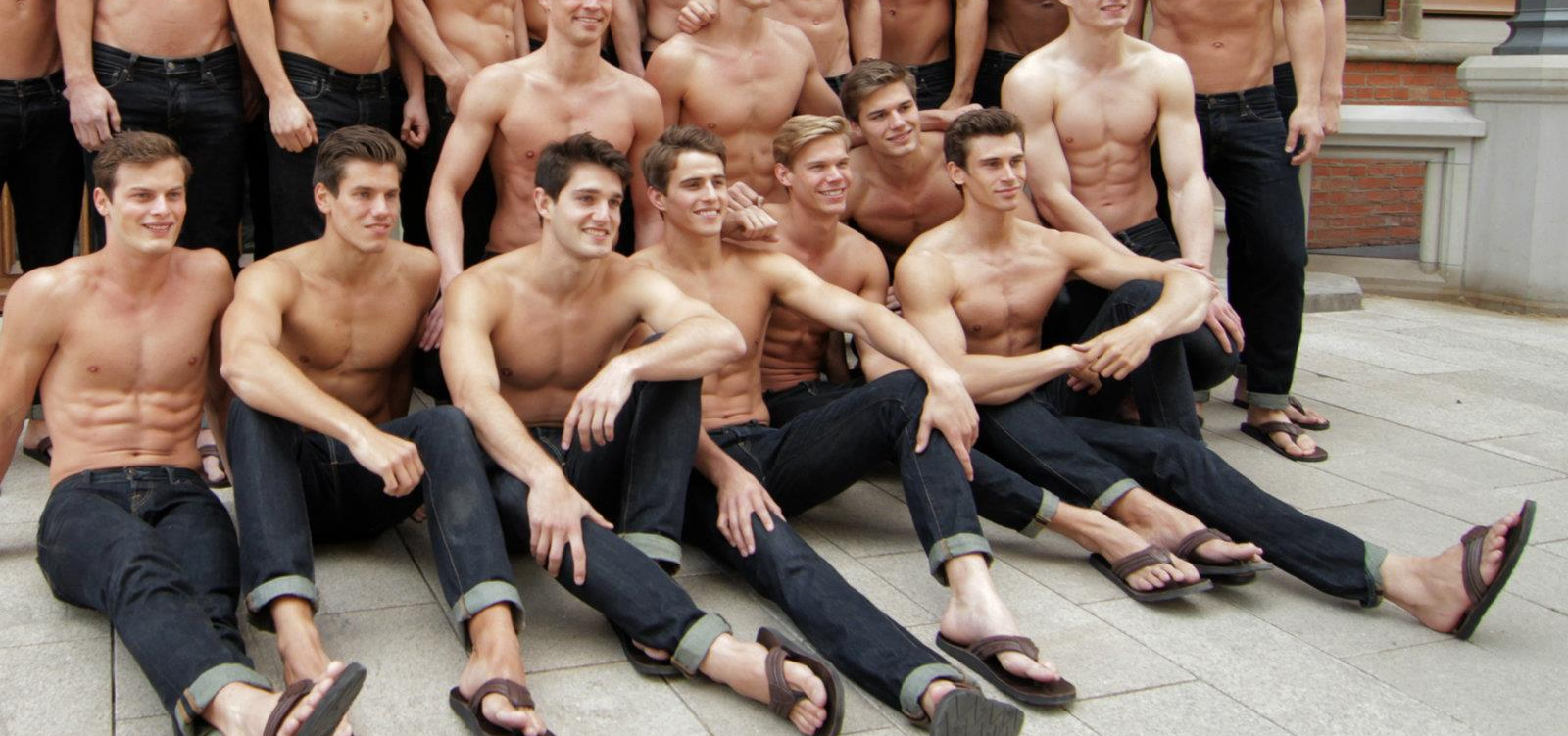 abercrombie and fitch popularity among youths Abercrombie & fitch milano 92 likes the hottest abercrombie and fitch clothing are on sale in amazing parices with high quality.