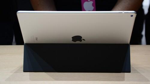 iPad Proがスマートキーボード装着した背面