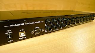 Zdjęcie tyłu karty M-Audio Fast Track 8R