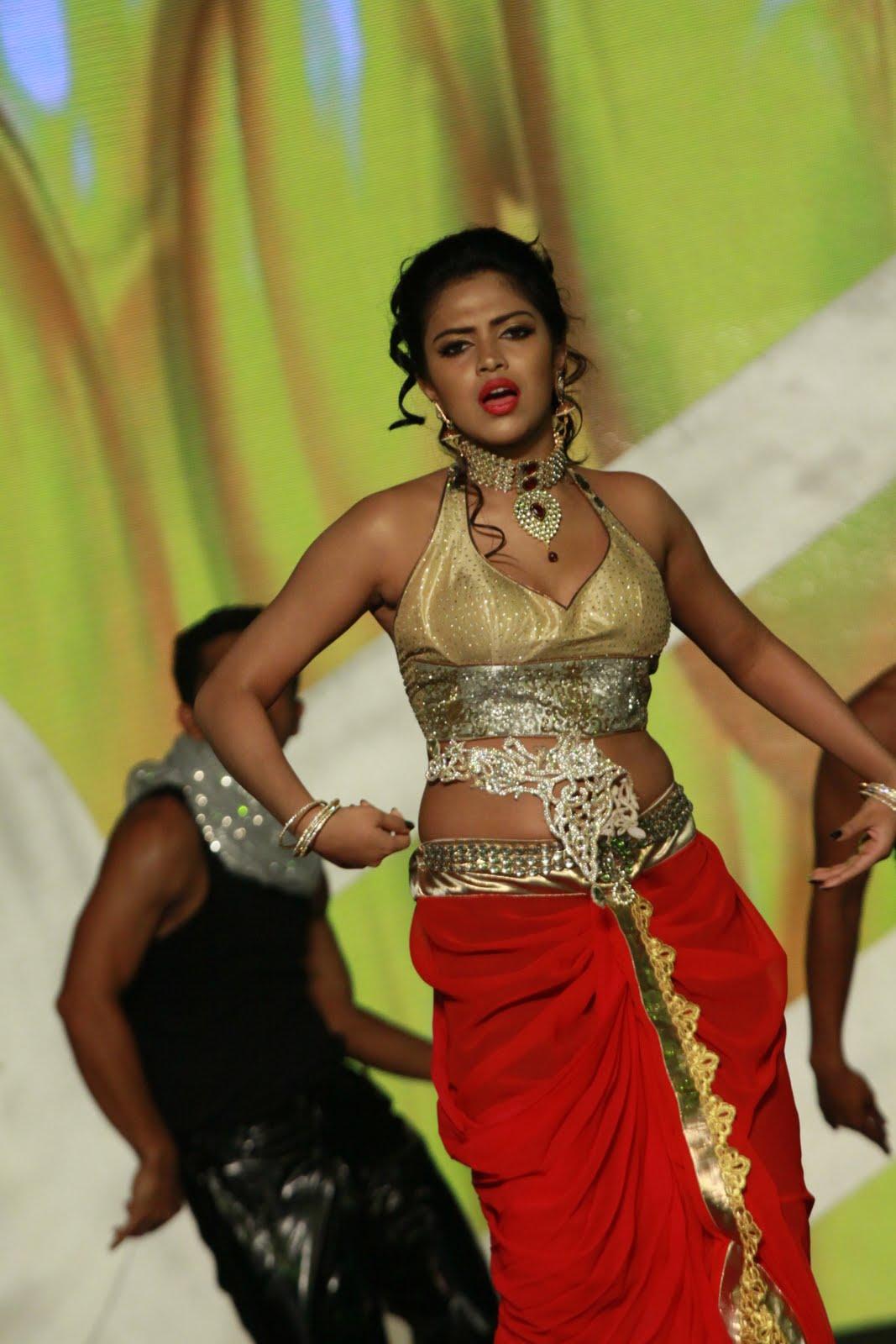 Dubai-Kungumam-Awards+%252888%2529.JPG?BollyMass.com