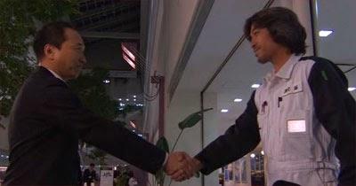 Captain Sakurada and Engineer Watanabe shake hands.