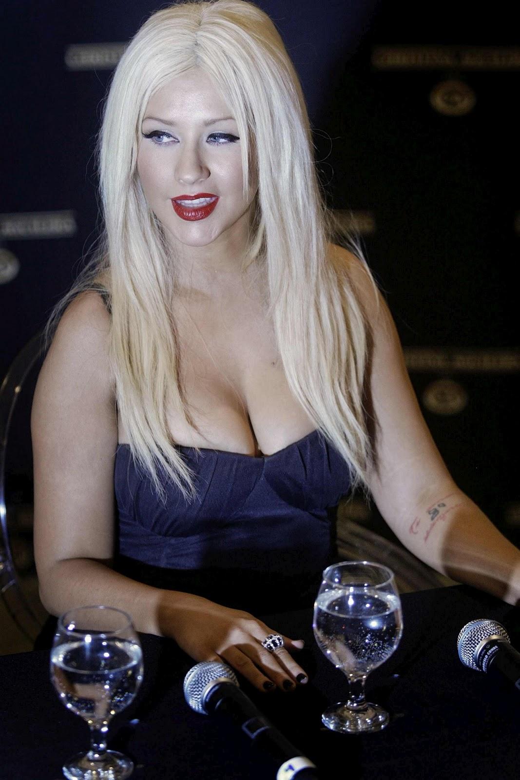 http://2.bp.blogspot.com/-7iHlcnXZKLc/TsuRd1SmIiI/AAAAAAAAA3A/MRIaUR1tO80/s1600/Christina_Aguilera_without_makeup_0009.jpg
