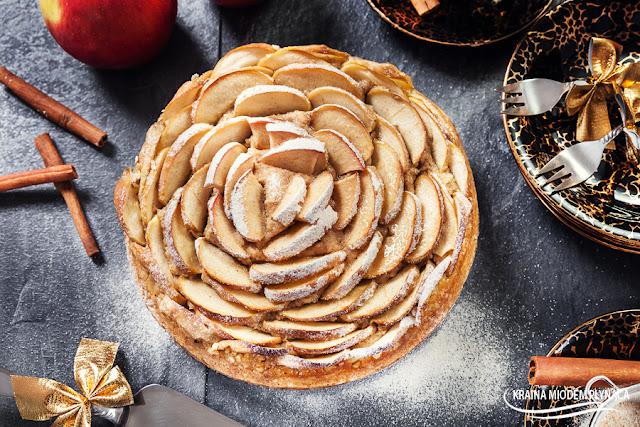 ciasto róża, ciasto owsiane, ciasto na płatkach owsianych, ciasto z jabłkami, jabłecznik, placek owsiany, placek z jabłkami, placek jabłkowy, róża z jabłek, zdrowe ciasto, ciasto bez glutenu, ciasto bez mąki, ciasto z owocami, placek z owocami, jabłka, cynamon, płatki owsiane, kraina miodem płynąca