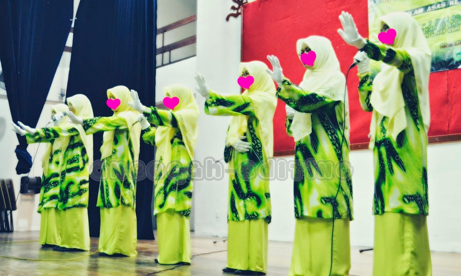 berpakaian nasyid