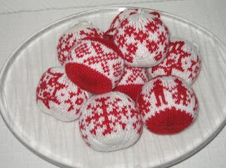 Норвежские узоры на новогодних шарах