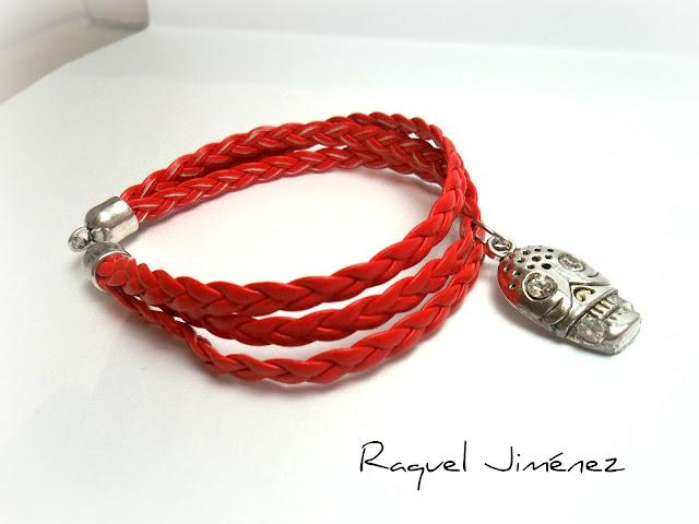 pulsera con calavera en rojo
