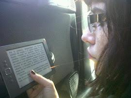 Una persona que lee entiende pensamientos y sentimientos del otro lo que genera la empatía.