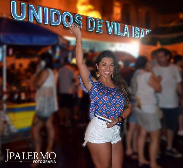 Carla Carra mostra que tem samba no pé em ensaio na quadra da Vila Isabel. Foto: JPalermo Fotografia