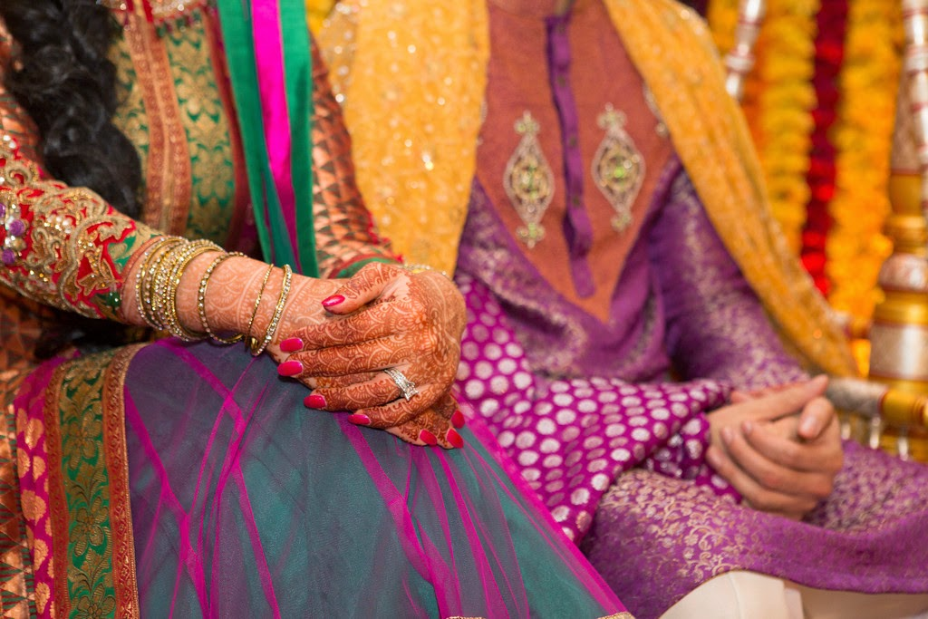 indian wedding, mehndi, suit, decor, bangles,