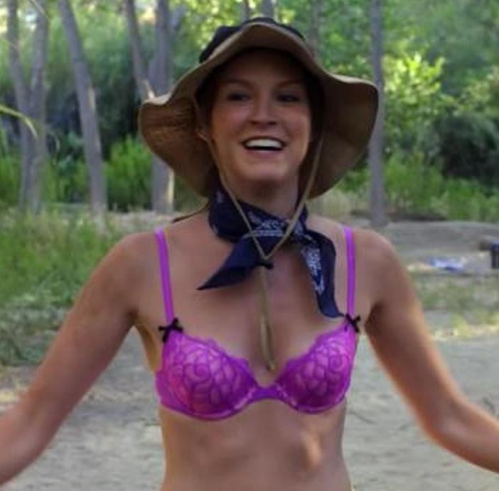 ANTIKUICES: Carla Gallo pathetic lingerie (Bones S6E1)