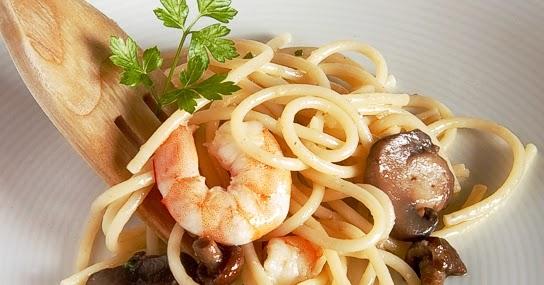 La gastrocinemia espaguetis a la mantequilla de ajo y for Espaguetis con ajo y perejil