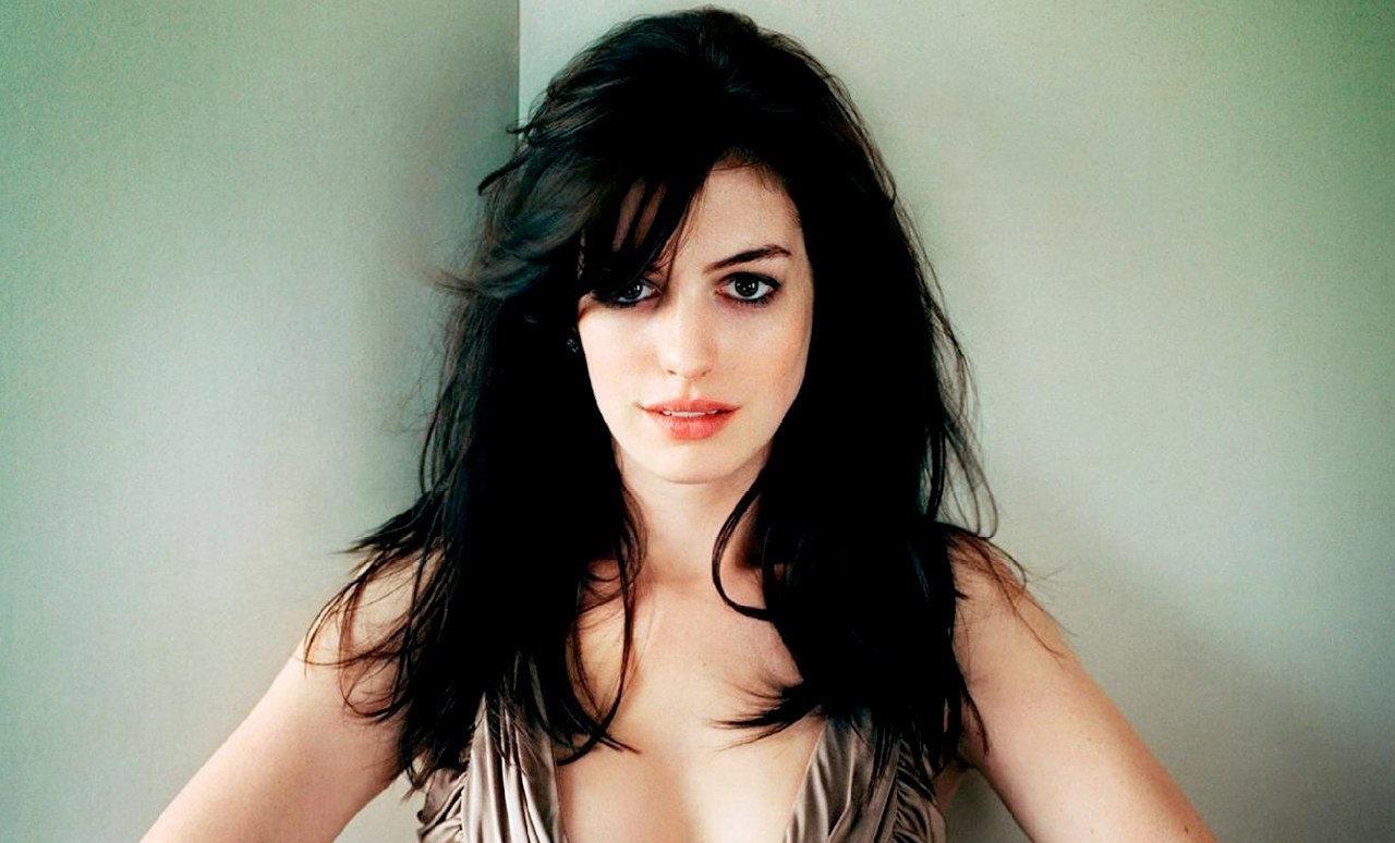 ¿Quién interpreta a quién? Anne-Hathaway-anne-hathaway-4881196-1280-1024