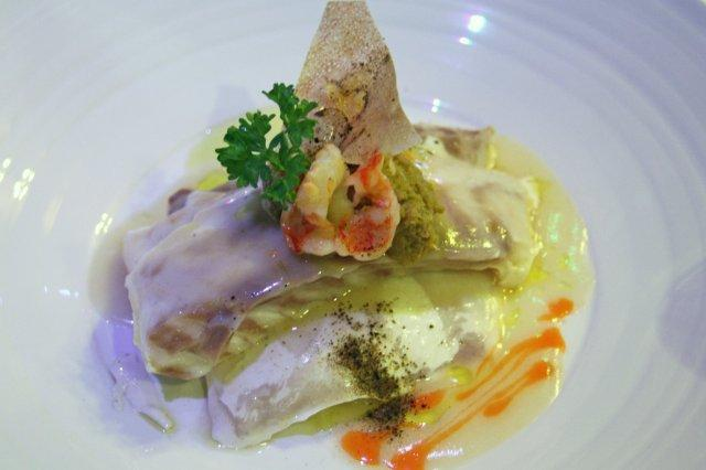 Lubina con farsa de langostinos y gelatina de Cointreau en el restaurante AgU Alejandro Garcia Urrutia en Gijon