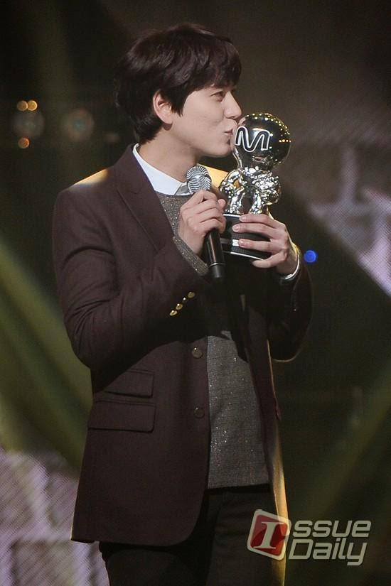 KyuHyun  �At Gwanghwamun� i�in �lk �d�l�n� Ald� /// 20.11.2014