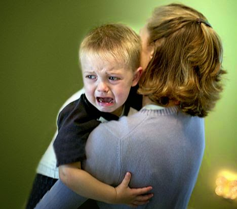 Tangisan anak ingin tetap dalam dekapan ibu