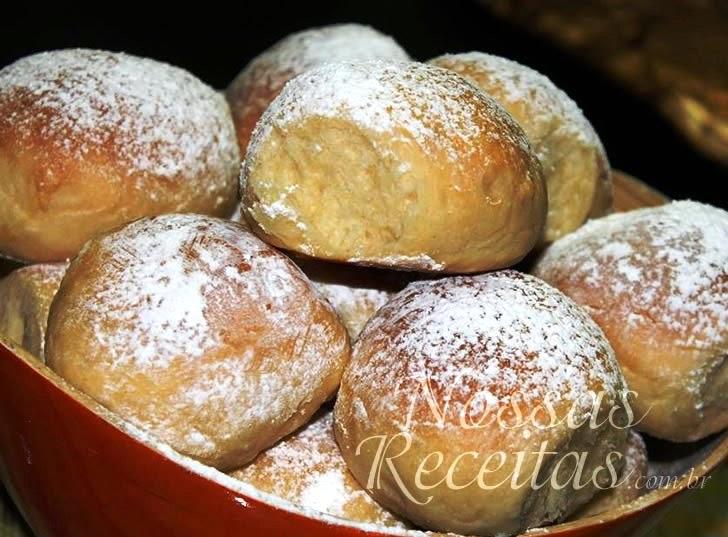 receita de pão de milho doce e polvilhado com açúcar confeiteiro