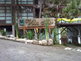 http://vilaistanabungavilage.blogspot.com/2014/10/villa-air-ada-di-villa-istana-bunga.html