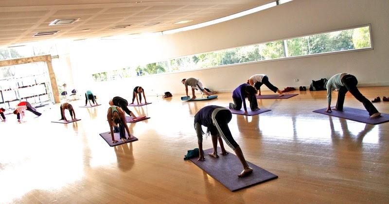 Clases de yoga en gimnasios polideportivos asociaciones etc yoga en casa - Clases de yoga en casa ...