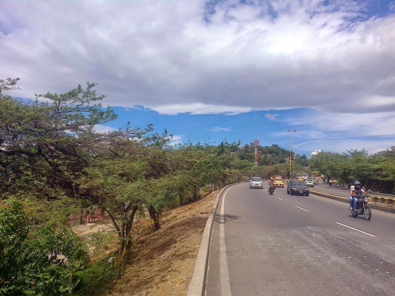 [Sector de San Felipe en el barrio Chapinero de la ciudad de Cúcuta - Colombia, -entre el puente peatonal Kenedy y El Palutre- que la OngAE proyecta y gestiona ante las autoridades para que sea el Ecoparque Piloto Divino Niño. Foto: Félix Contreras].