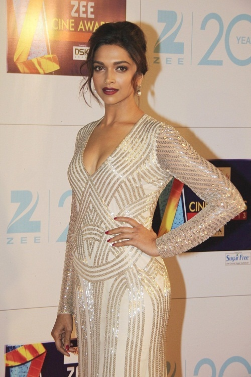 Deepika padukone hot cleavge photo in sexy white dress