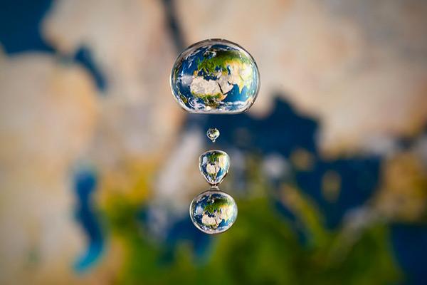 Gambar-gambar planet dalam titisan air oleh Markus Reugels