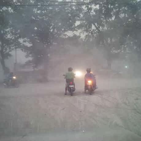 News : Hujan Abu di Solo Makin Pekat, Sekolah Diliburkan