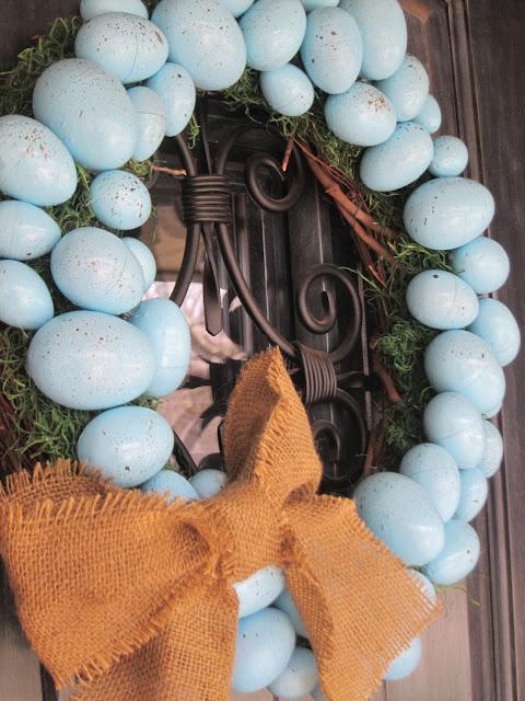 Robin Blue Eggs Easter Wreath. Click for 40 more #DIY #Wreath Ideas