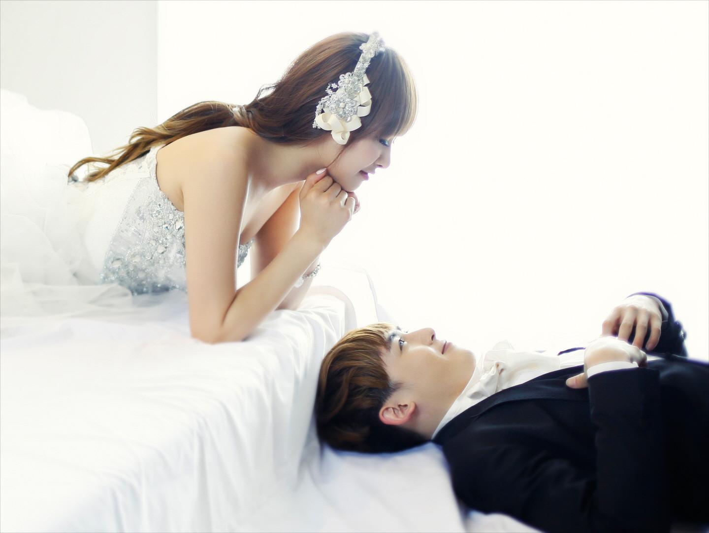 http://2.bp.blogspot.com/-7kxstyuJ-58/TgPzGyLPgdI/AAAAAAAAJFU/dgWd_q7ykn0/s1600/KhunToria+Wedding+Pictures.jpg