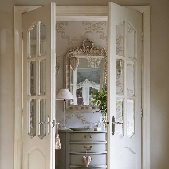 Antique homes and lifestyle wallpaper wednesday foyer for Foyer wallpaper ideas