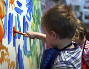 Какими красками рисовать на стекле чтобы не смывались