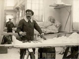Mariano Benlliure en su taller