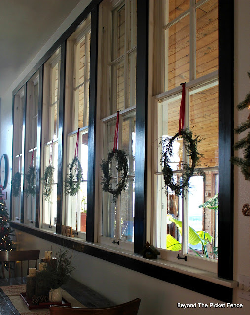 wreath, DIY, christmas decor, how to, rustic christmas, http://bec4-beyondthepicketfence.blogspot.com/2015/12/12-days-of-christmas-day-11-how-to-make.html