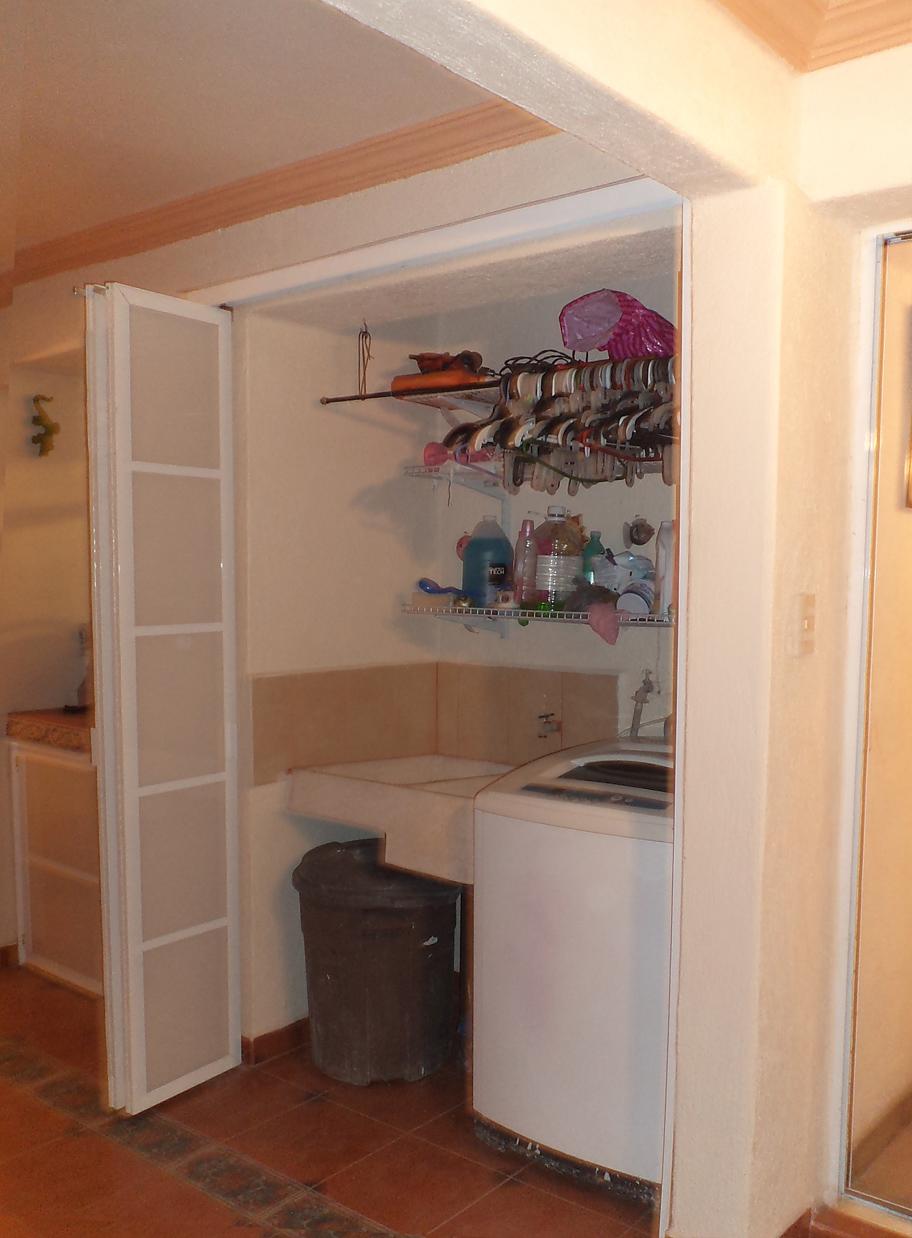 Puertas corredizas de aluminio y policarbonato para cuarto for Puertas para cuartos