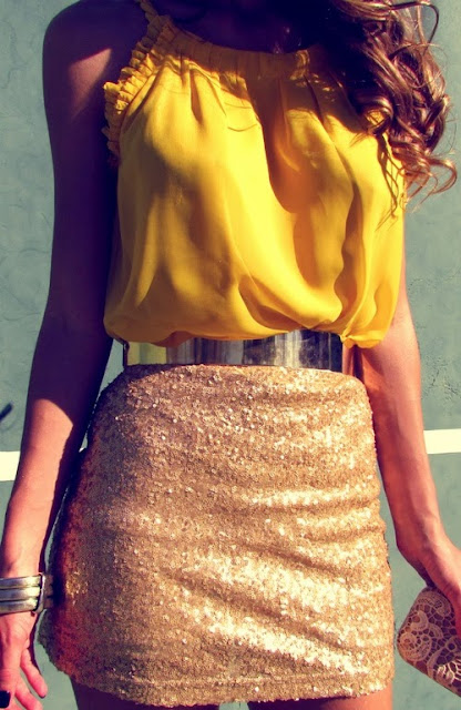 street style: sequin skirt with yellow top and silver belt