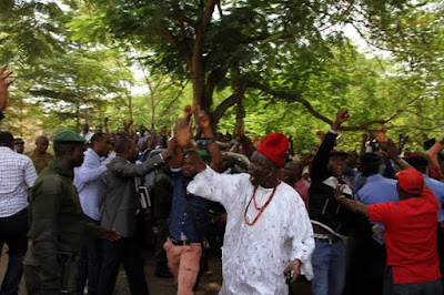 biafra supporters outside court to see nnamdi kanu