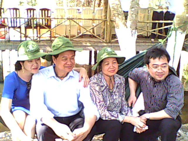 Cả gia đình thủ tướng Nguyễn Tấn Dũng