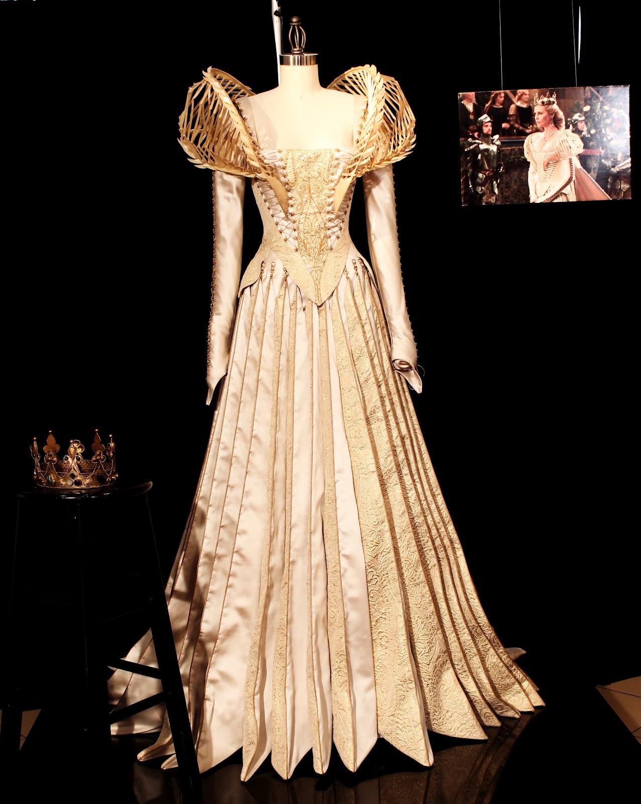 Ravenna, La Reina Malvada Snow+white+wedding+dress