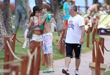 selena gomez and justin bieber kissing in hawaii. Justin Bieber new tattoo,