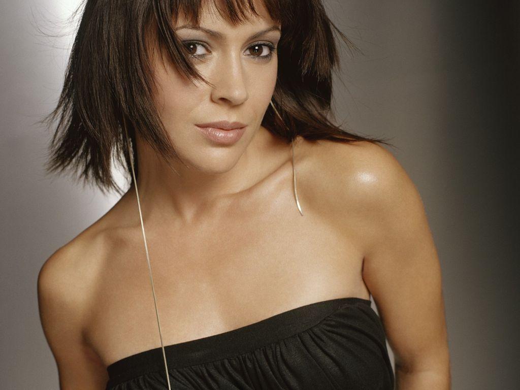 http://2.bp.blogspot.com/-7mSGwvqx-2o/T1TayVIa8ZI/AAAAAAAAEEI/l8fqPaieS00/s1600/alyssa-milano-sexy-pose-98c02.jpg