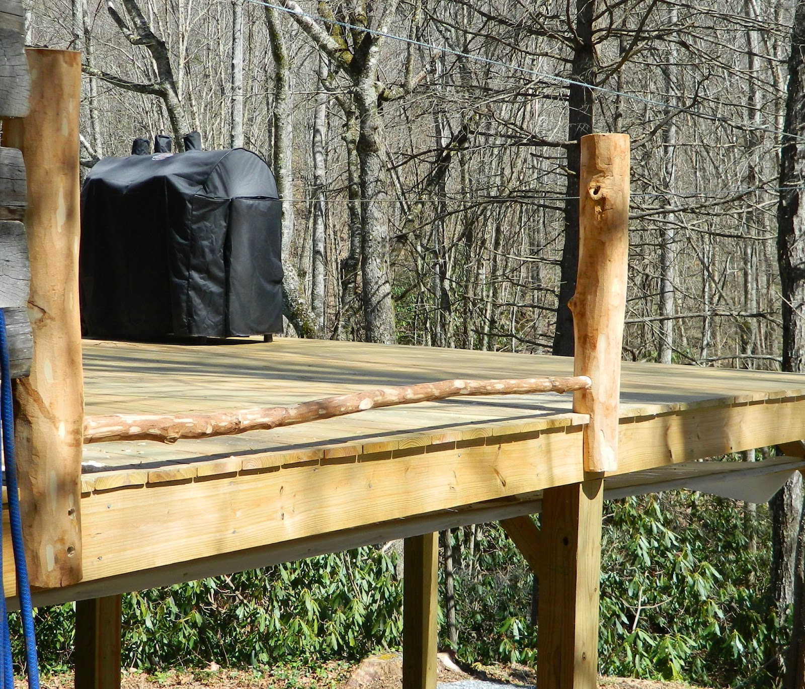 Lise 39 S Log Cabin Life Building A Rustic Deck Railing Part 2