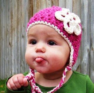 Gambar Bayi Juluskan Lidah Lucu Banget