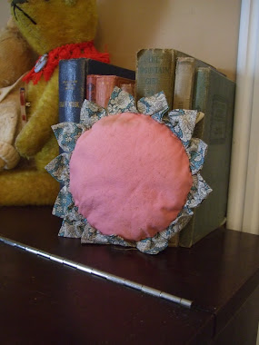 A Simple Cushion Made From Charming Fabric Scraps!