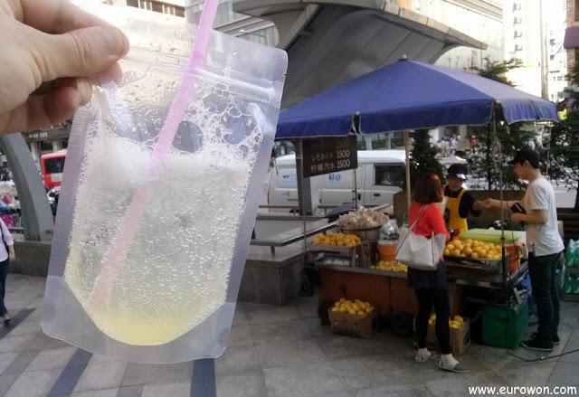 Venta ambulante de limonada en las calles de Seúl