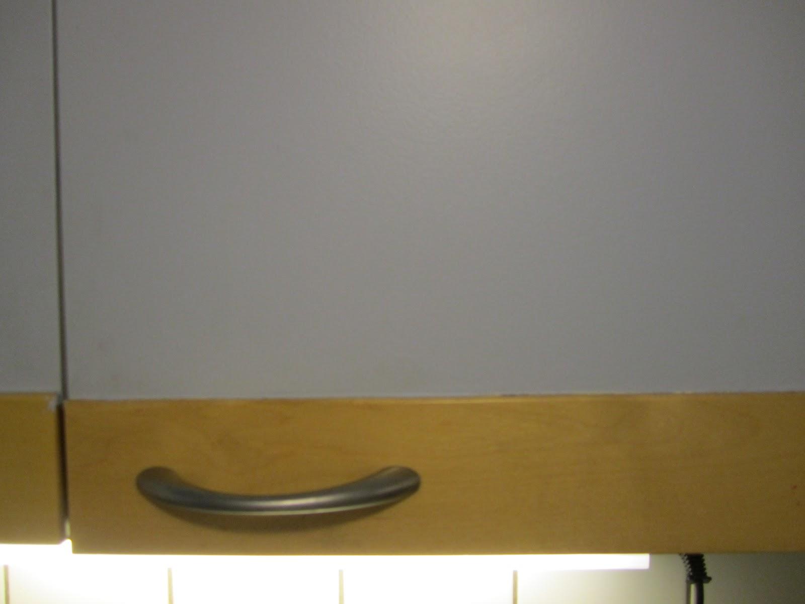 Karvasmanteli Keittiön kaappien maalaus