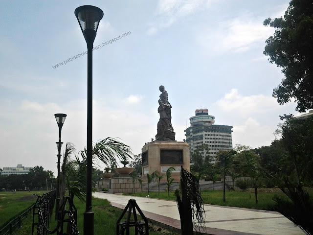 Gandhi statue in gandhi maidan