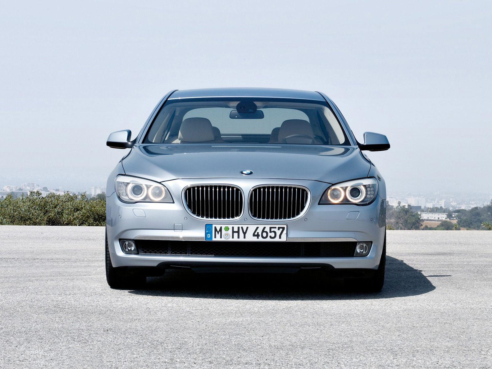 http://2.bp.blogspot.com/-7nw6QFCWpeI/TjOFvFkYyJI/AAAAAAAABbk/PMLmYE-O9zs/s1600/2010_BMW-7_ActiveHybrid_BMW-wallpapers_0d.jpg
