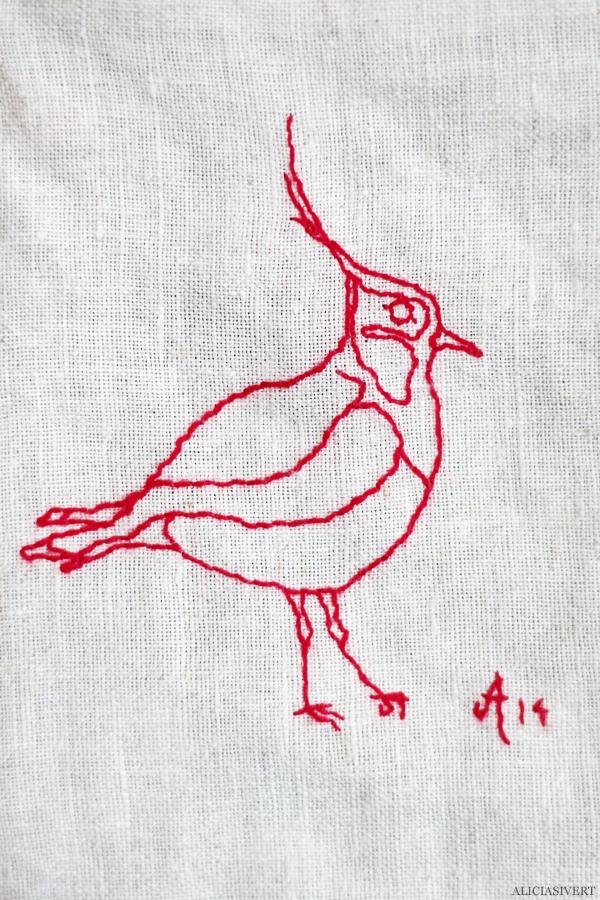 aliciasivert, alicia sivert, alicia sivertsson, saksamlarpåse, påse, broderi, embroidery, needlework, tofsvipa, fågel, bird, återbruk, remake