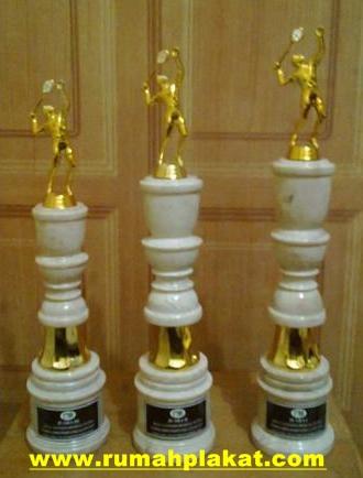 Contoh Model Piala Marmer Surabaya, Souvenir Trophy Onyx Kejuaraan Surabaya, Harga Piala Marmer 1 set Surabaya, 0812.3365.6355, www.rumahplakat.com