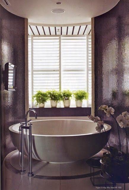 modern round bathtub